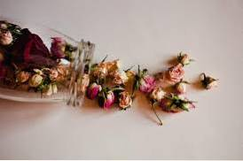 How To Dry Roses - Ways To Preserve Dried Roses