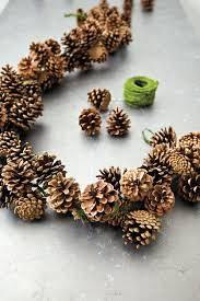 Pinecone Garland Ideas - How To Make A Pinecone Garland Décor